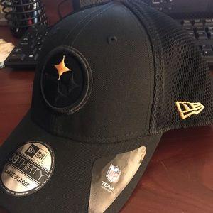 Steelers black hat. Never worn